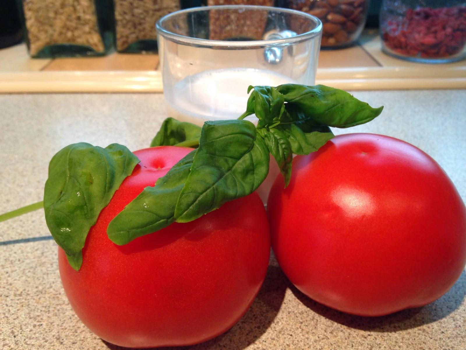 Kremowa zupa pomidorowa z bazylią